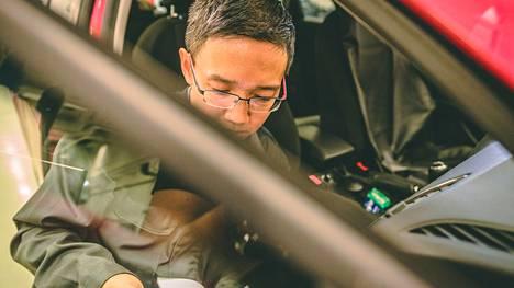 Mikäli autossasi on käytössä sähköinen huoltokirja, merkkaamme toimenpiteet automaattisesti sinne.