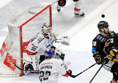 Roni Hirvonen teki maalin, mutta osallistui myös puolustamiseen.