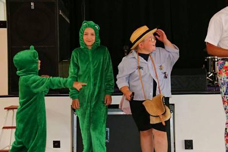 Unikeonpäivän lasten pukukilpailussa vilisi unikekoja ja sammakkoja.