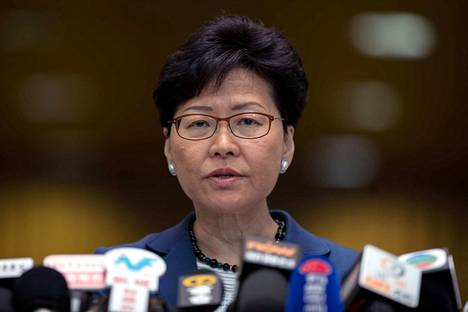 Hongkongin aluejohtaja Carrie Lam ei aio antaa periksi mielenosoittajille.