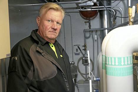 JHL:n toimihenkilöiden pääluottamusmies Timo Jalonen työskentelee Raision kaupungilla kiinteistönhoitajana. Keskiviikkona hän kävi tarkastamassa Raision lukion IV-konehuoneen.