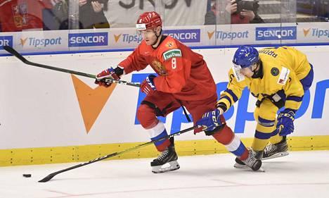 Ivan Morozov (vasemmalla) ratkaisi trillerimäisen MM-välierän Ruotsia vastaan.