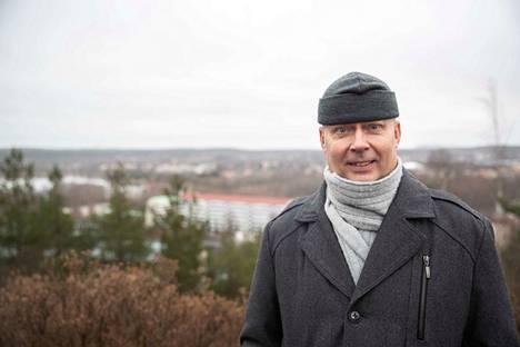 Jari Lehtoväre kuvattiin Kalevankankaan sankariristimäellä, missä oli ilmatorjunta talvisodan aikana.