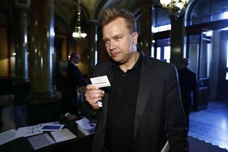 Keskustan Antti Kaikkonen saapui säätytalolle.