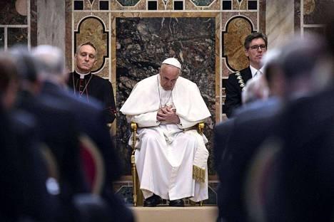 Italia on vahvasti katolinen maa. Kuvassa katolisen kirkon johtaja paavi Fransiscus.