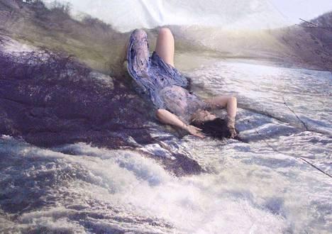 Waterfall-teos vuodelta 2009 kertoo Majurin tarpeesta löytää yhteys tähän maailmaan, muihin ihmisiin.