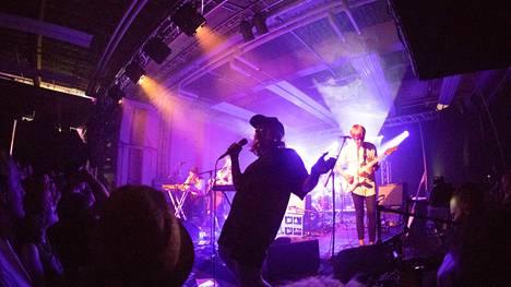 Vesta esiintyi Hiedanrannan Kuivaamolla Uusi Tampere -festivaaleilla vuonna 2019.