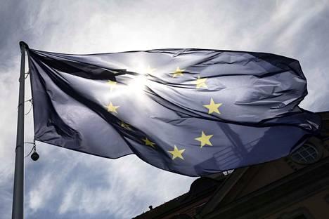 Komission puheenjohtaja Jean-Claude Junckerin kaudella muita merkittäviä kauppasopimuksia on solmittu Kanadan ja Japanin kanssa. Kanadan kanssa solmittu sopimus tuotti komission mukaan 600 miljoonan euron säästöt tullien laskuilla. Japanin kohdalla luku oli puolestaan miljardi euroa.