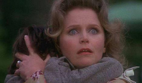 Ennustus, eli The Omen, sai vuonna 1988 huonon elokuvan luokituksen ja myös sille asetettiin kovin veroluokka. Ennustuksessa Damien-poika paljastuu suhteellisen saatanalliseksi olennoksi. Elokuva nauttii suurta kulttisuosiota ykypäivän kauhuharrastajien parissa.