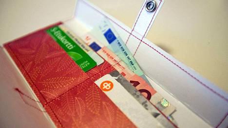 Päätetty budjetti näkyy monin tavoin suomalaisten lompakossa ja saaduissa palveluissa.