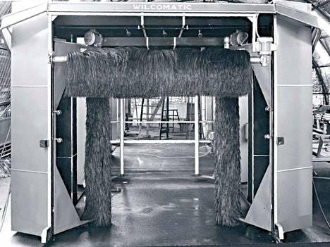 Tammermatic aloitti Wilcomatic-merkkisillä koneilla. Ne olivat käsikäyttöisiä. Koneissa oli vain harjapesu ja yksi pesuohjelma. Vuonna 1968 tuli automaattinen Tammermatic 200A. Se myös vahasi ja kuivaajan sai lisävarusteena.