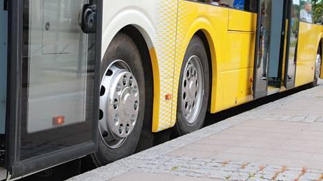 Nobina aloitti sähköbussiliikenteen tänä kesänä Naantalissa.