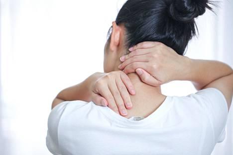 Jos nivelien naksumiseen ja paukkumiseen liittyy turvotusta, kipua tai liikerajoitusta, silloin on hyvä käydä lääkärissä.