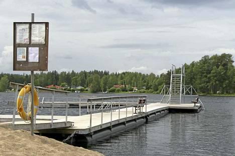 Lapinsalmen uimala on yksi järvivesien virallisen viikoittaisen leväseurannan seurantapaikoista. Keski-Suomessa seurantaa tehdään neljällätoista järvellä.