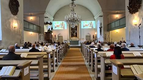 Sunnuntaina vietettiin Pyhän Laurin kirkossa seurakunnan 590-vuotisjuhlamessua. Messu myös striimattiin ja on kahden viikon ajan katsottavissa seurakunnan Youtube-kanavalla.