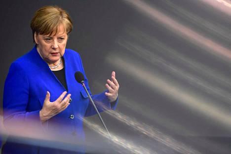 - Tämä on historiallinen päätös. Miltä se näyttää, kun tarkastelemme sitä viiden tai kymmenen vuoden päästä, Saksan liittokansleri Angela Merkel sanoi keskiviikkona kertoessaan tukevansa pitkää lisäaikaa brexitille.
