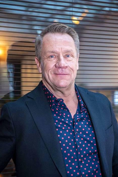 Raimo Jokisalon mukaan Olli Lindholm oli pedantti kaveri, joka halusi huolehtia ja paimentaa.