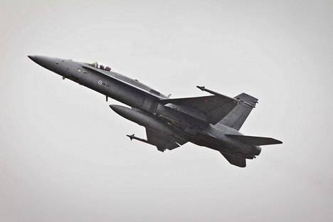 Nykyiset Hornet-hävittäjät tulevat käyttöikänsä päähän vuoteen 2030 mennessä. Käytön jatkaminen maksaisi ylimääräistä.