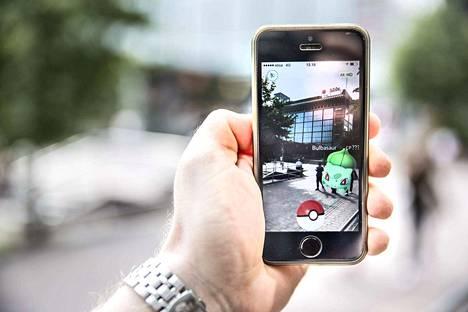 Pokémon Go peli vetää yksinkertaisuudellaan puoleensa monenikäisiä pelaajia.