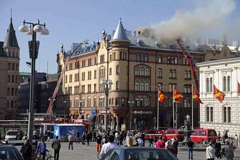 Palo alkoi McDonald's -ravintolan rasvakeittimestä ja levisi talon ullakkorakenteisiin. Arvotalo vaurioitui pahoin.