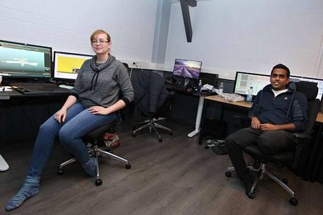 3D-artisti Mirja Kirjakainen ja animaattori Doney Sundaramoorthy työskentelevät  Critical Forcessa säännöllisesti päiväsaikaan joustomahdollisuuksista huolimatta. Yhtenä syynä on se, että omat menot ja harrastukset eivät kärsi.