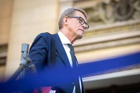 Budjettia valmistellaan aiemmasta poiketen siten, ettei VM:n ja muiden ministeriöiden kahdenkeskisiä neuvotteluja järjestetä, vaan ne korvattiin kaikkien ministeriöiden yhteisellä neuvottelulla. Kuvassa valtiovarainministeri Matti Vanhanen.
