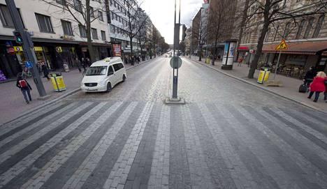Ajo Hämeenkadun itäpäässä on ollut kiellettyä yksityisautoilta jo yli kaksi vuotta.