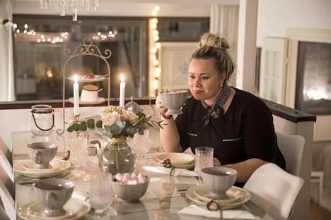 Tiina Kolehmainen-Juslin nauttii kotona olemisesta.