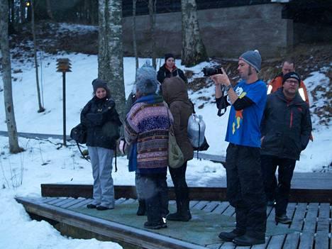 Derek Freal (edessä) TheHolidaze.cominsta ei tarvinnut takkia,vaikka muut kääriytyivät lämpimiin vällyihin.