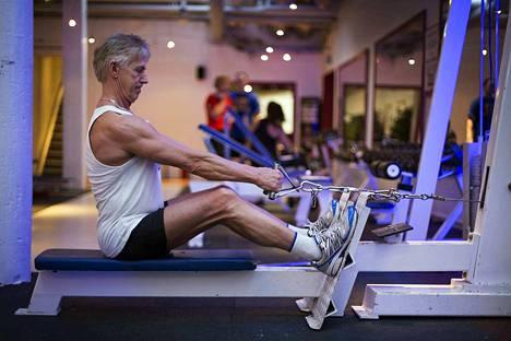 Tavoitteelliselle treenaajalle puristusvoima on tärkeää, että treeni kohdentuu oikeisiin lihasryhmiin. Ala- ja ylätaljalla tehdyt vetoliikkeet lisäävät puristusvoimaa.