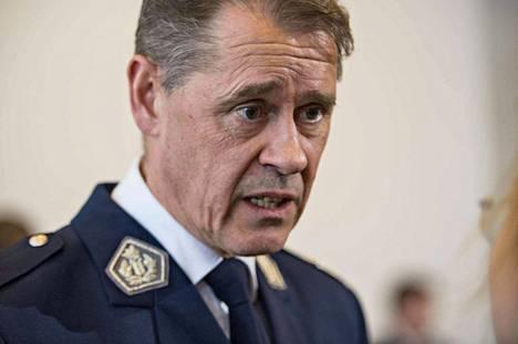 Poliisiylijohtaja Seppo Kolehmainen kehottaa vihaviestin lähettäjää miettimään, miltä tuntuisi, jos itse saisi samanlaisen viestin.