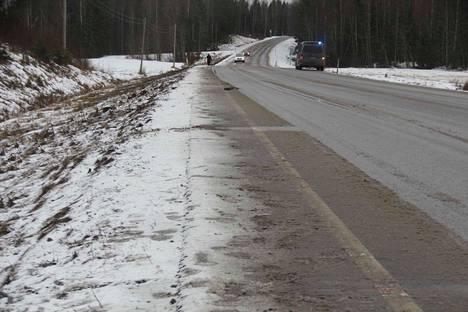 Sen piti olla iloinen Tampereen-reissu. Neljä nuorta lähti peräkkäin kahdella mopoautolla Sastamalasta Tampereelle, mutta heistä kahden matka päättyi tähän.