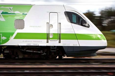 Pendolino-junan vessan vaarallisesti auennut peiliovi synnytti julkisen palautteen yhteisöpalvelun.
