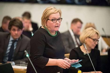 Irene Roivainen (vihr.) väitti virheellisesti, että luottamushenkilöiden palkkioita olisi korotettu vuonna 2008. Tosiasiassa niitä korotettiin vuonna 2012.