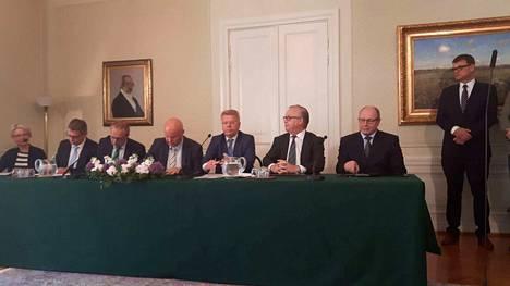 Vuosi sitten työmarkkinakeskusjärjestöt saivat aikaan neuvottelutuloksen kilpailukykysopimuksesta.