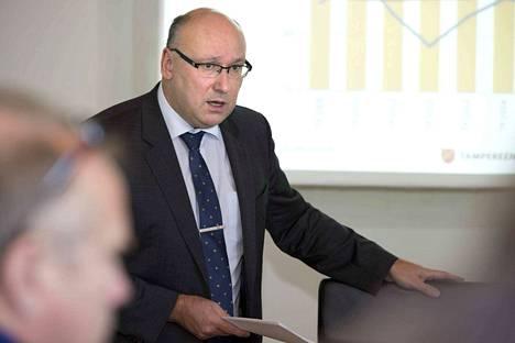 Tampereen kaupungin konsernijohtajan Juha Yli-Rajala on arvioinut, että kaupungin taloustilanne pysyy kireänä myös lähivuosina.