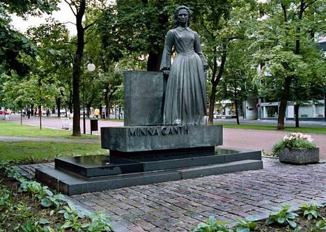 Minna Canthin patsas on Tampereella Hämeenpuistossa.