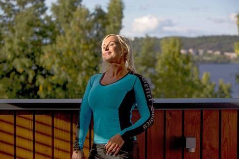 Gustafsberg kuvattuna 40-vuotishaastattelua varten kotonaan Pirkkalassa vuonna 2013.
