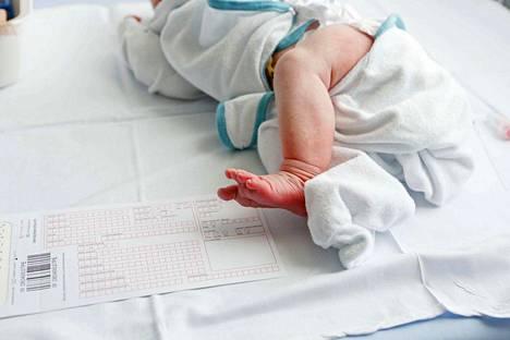 Äitiysvapaalle jäävän äidin työnantajalle maksettavalla 2 500 euron kertakorvauksella tasataan työnantajille aiheutuvien kustannuksia.