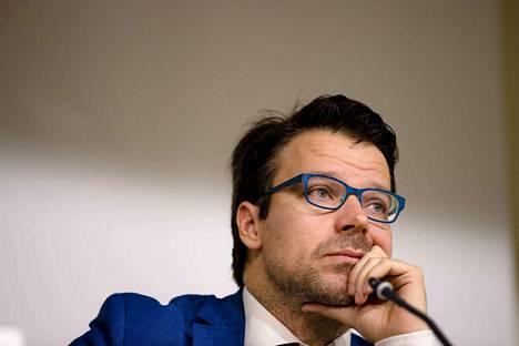 Ville Niinistö pyysi Twitterissä anteeksi vääriä tietoja palautuslennosta.
