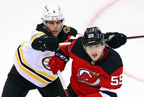Bostonin Mike Reilly antoi poikittaista Janne Kuokkaselle viime kauden ottelussa.