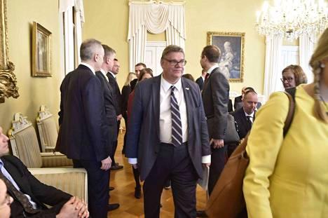 Ulkoministeri Timo Soini (ps.) painotti, että hybridiosaamiskeskus tulee lisäämään EU:n ja puolustusliitto Naton välistä yhteistyötä.
