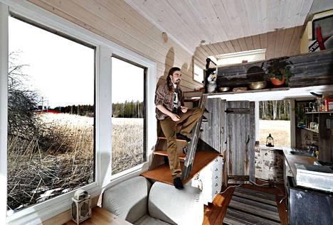 Henri Joonatan Lokin talon isot ikkunat helpottavat ajattelua.