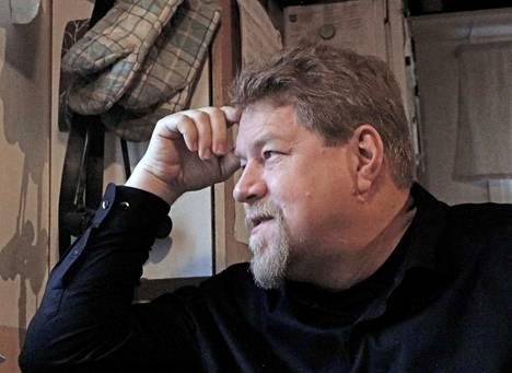 Kolholainen runoilija Tomi Voronin on POEM-yhdistyksen puheenjohtaja ja tapahtumavastaava.