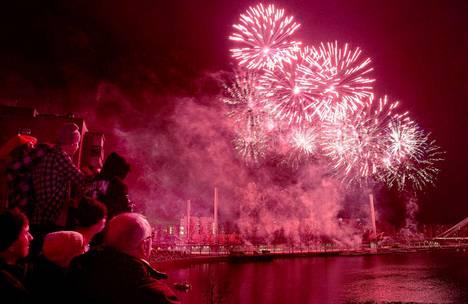 Tampereella nähdään lauantaina ilotulitus, jonka rakettimäärät ylittävät reilusti kaupungin uuden vuoden ja itsenäisyyspäivien spektaakkelit.