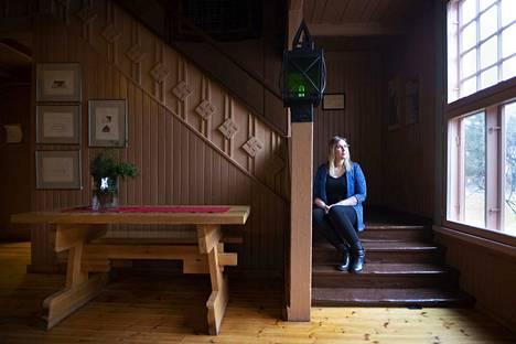 Euran Pirtti on kokonaistaideteos, jota ovat käyneet katsomaan jopa ulkomailta tulleet ryhmät. Porilainen Anni Ruohomäki kirjoitti kirjan Euran Pirtin suunnitelleen taiteilija Jalmari Karhulan (1878–1942) elämästä.
