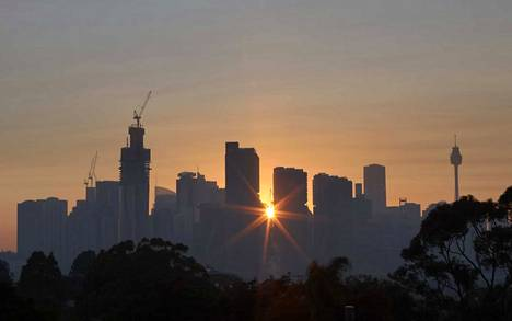 Australian suurin kaupunki Sydney oli tiistaiaamuna savusumun peitossa.