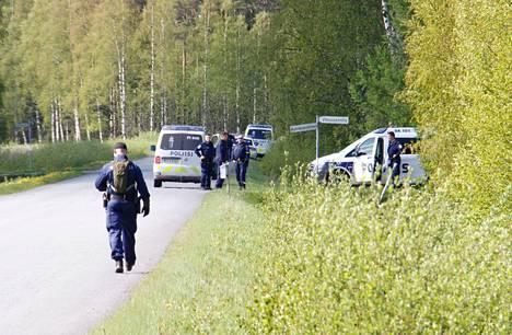 Murhatutkinnan toimenpiteet herättivät paljon huomiota Kankaanpäässä tiistaina.