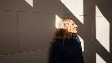 Anna-Elina Lyytikäinen palkittiin monipuolisena teatterin tekijänä.