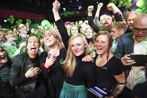 Kevään eduskuntavaaleissa läpi pääsi 20 vihreiden kansanedustajaa, mikä on enemmän kuin koskaan aiemmin. Gallupeissa vihreiden kannatus on ollut ajoittain suurempaakin. Vihreät tuulettivat vaali-iltana tulosta uuden puheenjohtajansa Maria Ohisalon johdolla.